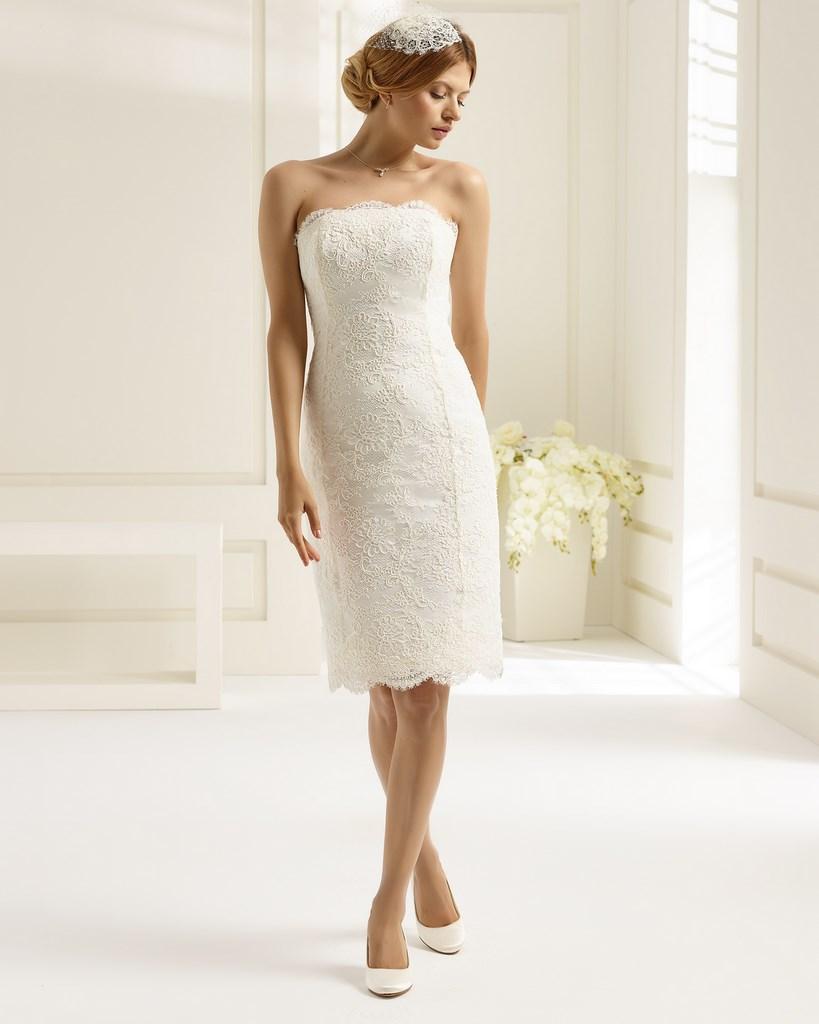 494f7772354 robe de mariée courte avec bustier droit et dentelle à Beauvais