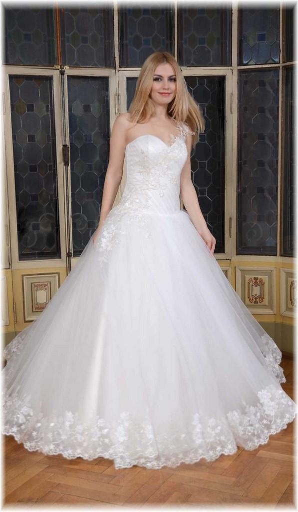 d8993dec437 Robe de mariée Princesse avec bretelle asymétrique et galon de dentelle